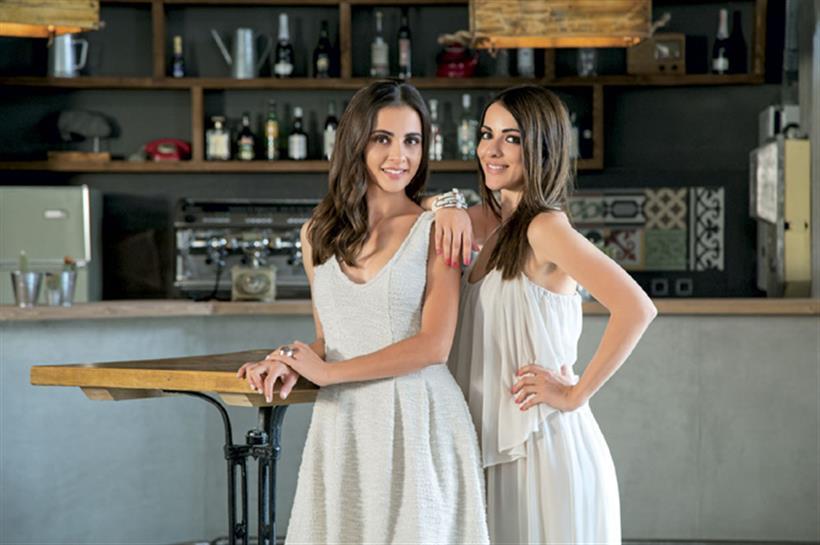 Η Αγγελική Δαλιάνη φωτογραφίζεται μαζί με την αδερφή της!