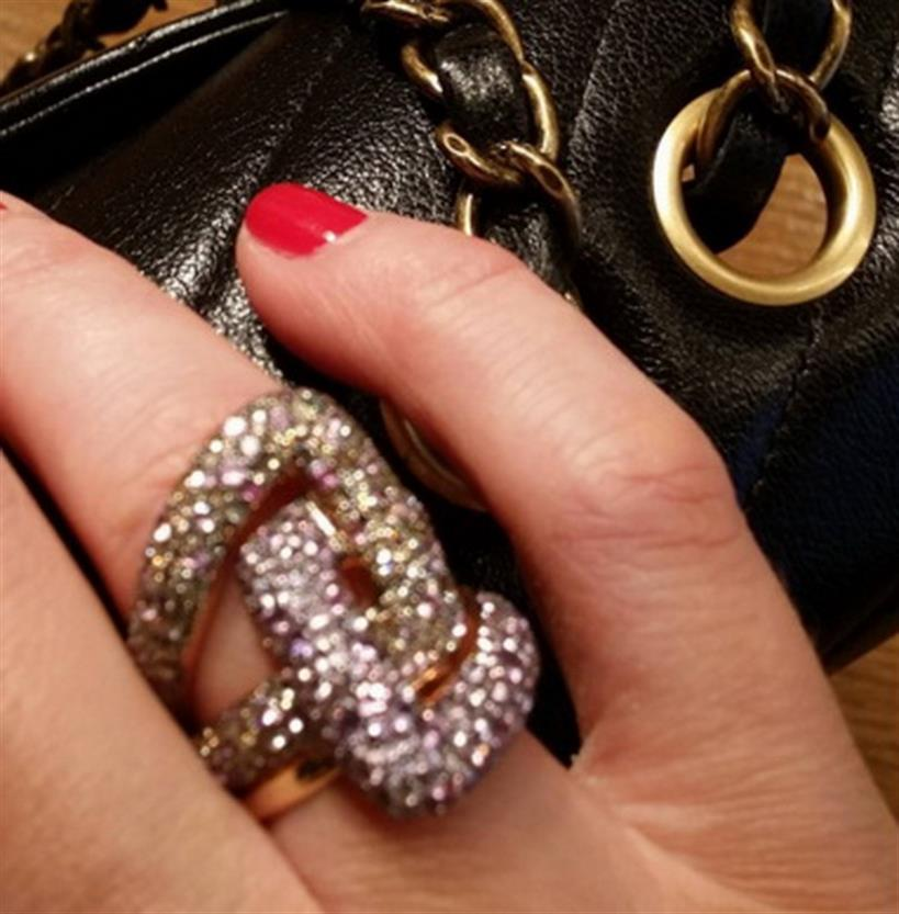 Tατιάνα Στεφανίδου: Μας έδειξε το πολύ εντυπωσιακό δαχτυλίδι της - Φωτογραφία