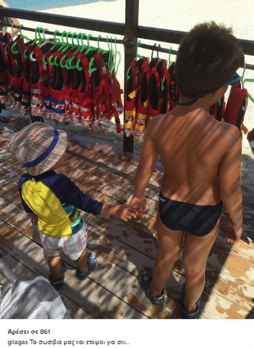 Γιώργος Λιάγκας: Φωτογράφισε τους γιους του στην παραλία